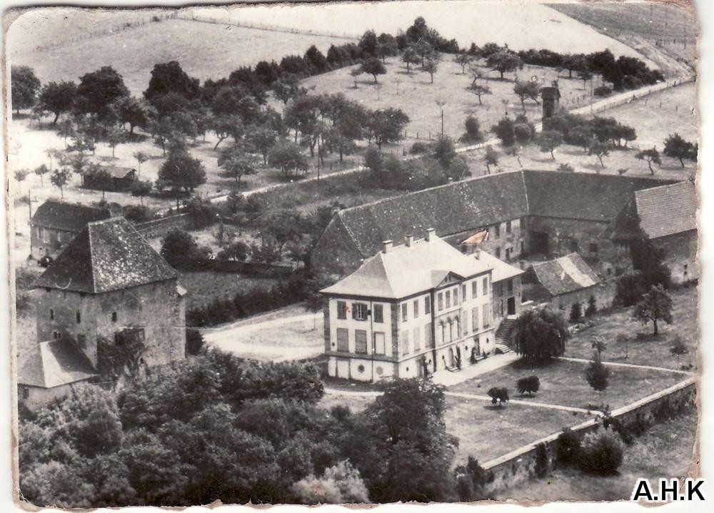 le chteau et ses dpendances dans les annes 1960 - Chateau De Wendel Hayange Mariage